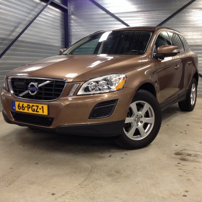 Volvo XC60 - 2.0 D3 FWD Kinetic Automaat